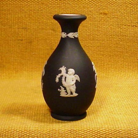 Wedgwood Vasebrblack Jasper Dip Brfour Seasons Products